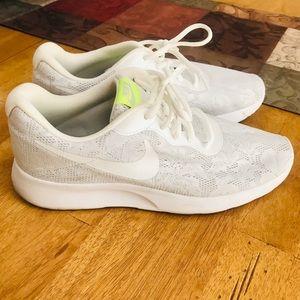 Nike Tanjun Eng 9.5